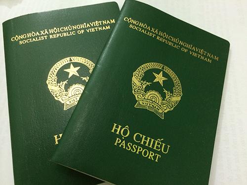 Giấy miễn thị thực được cấp vào hộ chiếu. Các trường hợp sau đây được cấp rời: Hộ chiếu đã hết trang cấp thị thực; Hộ chiếu của nước chưa có quan hệ ngoại giao với Việt Nam; Giấy tờ có giá trị đi lại quốc tế; theo đề nghị của người được cấp giấy miễn thị thực; vì lý do ngoại giao, quốc phòng, an ninh.