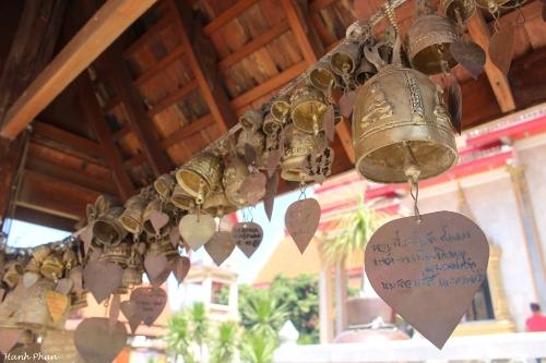tieng-phao-cau-may-o-ngoi-chua-lon-nhat-phuket-7