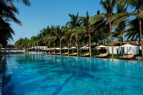 Cũng như năm ngoái, Sofitel Legend Metropole Hà Nội là khách sạn được bình chọn với số điểm cao nhất ở Việt nam (đứng thứ 3) còn The Nam Hải là khu nghỉ dưỡng được bình chọn cao nhất nước (đứng thứ 12).