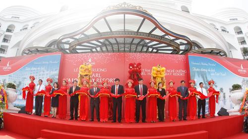 Tập đoàn Vingroup vừa khai trương quần thể du lịch nghỉ dưỡng 5 sao tại Hạ Long và Phú Quốc là Vinpearl Hạ Long Bay Resort và Vinpearl Phú Quốc Resort & Golf; nâng tổng công suất lên 5.000 phòng trên toàn quốc