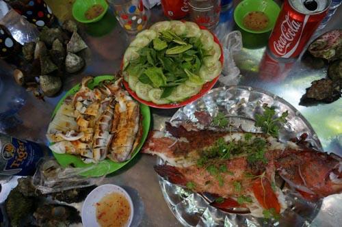 Những món ăn từ biển cả luôn là lựa chọn hàng đầu của du khách.
