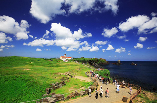 Những tuyến đường mòn dành cho du khách đi bộ tham quan quanh đảo Jeju.