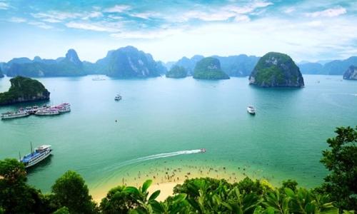 Hạ Long là một điểm đến trong hành trình khám phá Việt Nam.