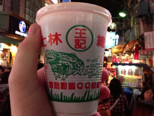 Bubble Tea is the drink not only popular in Taiwan but also spread to many other Asian countries. Milk tea cup with small pearls, with sweetness and toughness, has become the brand when it comes to culinary Taiwan. You can easily find in the night market milk tea with milk tea Gongguan San Ding Chen famous. Photo: roughguides