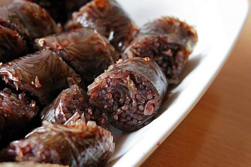 Soondae Soondae is both a street food and North Koreas version of blood sausage, which is usually made with fresh ginger, sesame seeds, and beef or pork small intestine.