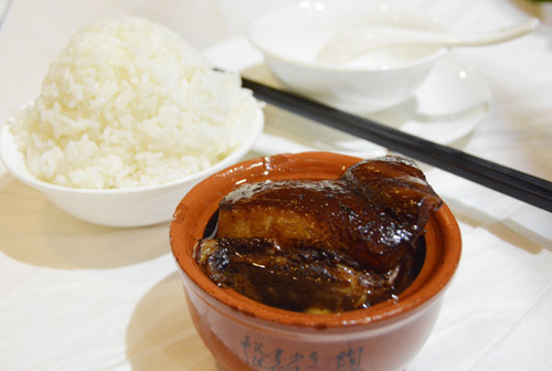 Dongpo meat can be found in any restaurant in Hangzhou. Photo: Nguyen Chi