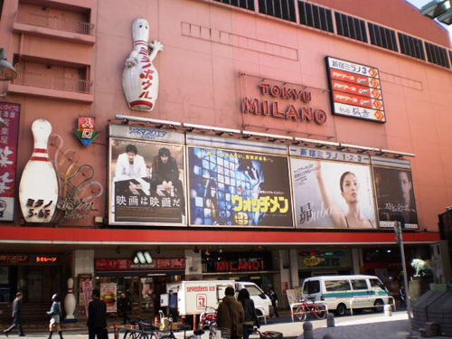 7. Khán giả không được nói chuyện trong rạp chiếu phim Nếu bạn muốn đi xem phim ở Nhật, hãy xem xét kĩ nếu đó có phải là bộ phim hài, phim tình cảm lãng mạn hay phim kinh dị không vì người Nhật không thích việc gây tiếng động trong rạp chiếu phim, dù là bạn cười hay khóc. Ảnh: thefashionatetraveller
