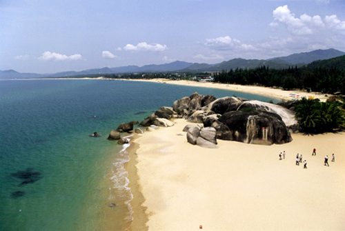 White sand blue sea and sunshine in Hainan.