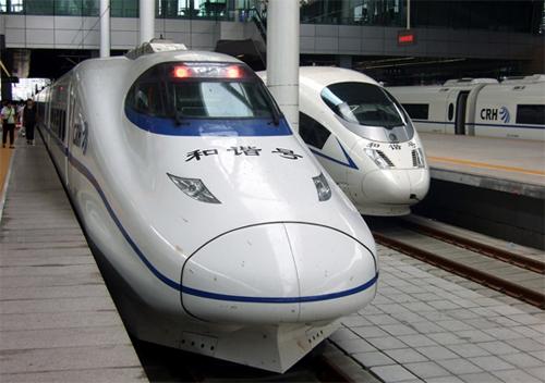 Đi lại giữa các thành phố ở Trung Quốc có tàu cao tốc rất thuận tiện.