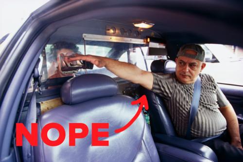 Tại thành phố Halifax, tỉnh Nova Scotia, các tài xế taxi không được phép mặc áo cộc tay không cổ. Họ có thể mặc áo sơ mi, hoặc áo cánh kiểu quân sự có cổ và tay áo, quần dài xếp li...