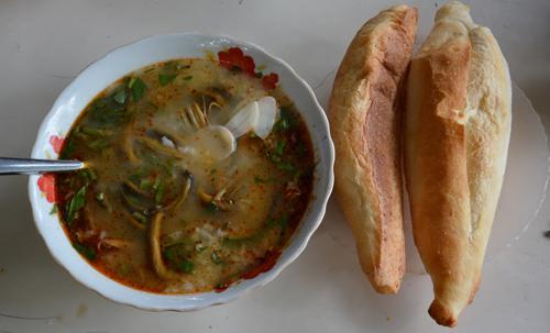 Dân dã cháo lươn bánh mì xứ nghệ - 2