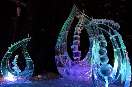 Những công trình ấn tượng tại cuộc thi điêu khắc trên băng hàng năm. Ảnh: farm8
