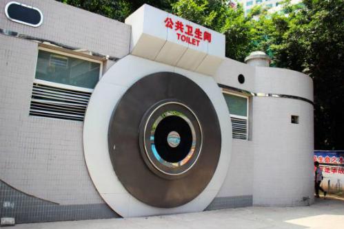 11-toilet-cong-cong-doc-dao-tren-the-gioi-7