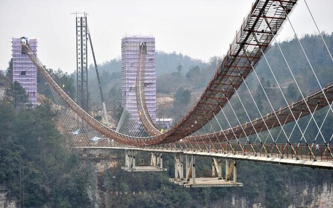 Cây cầu đáy kính dài và cao nhất thế giới