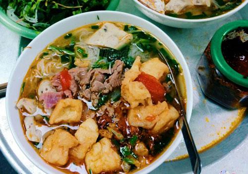 bun-rieu-va-chao-ech-chun-vi-singapore-tren-pho-ly-thuong-kiet