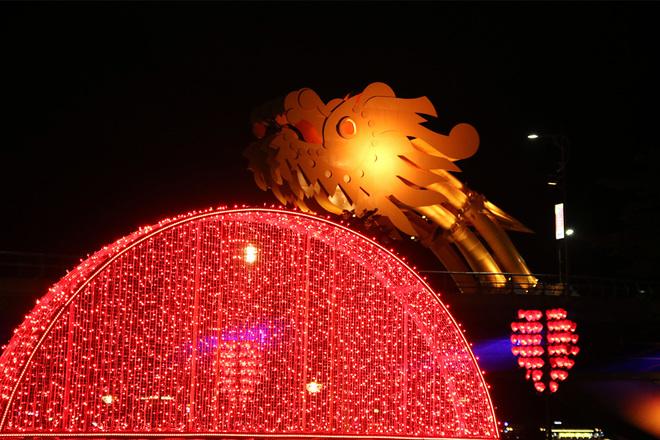 Đà Nẵng rực rỡ với những con đường ánh sáng dịp Tết