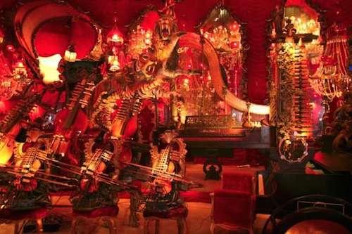 Ngoài ra, còn có phòng khác trưng bày bộ nhạc cụ, bộ sưu tập đồ vật thủy tinh Tifany, tái hiện lại hình ảnh thị trấn hồi đầu thế kỷ 20, bộ sưu tập búp bê cổ, khu vườn Nhật Bản và nhiều loài động vật khác. Ảnh: Roadtrippers.