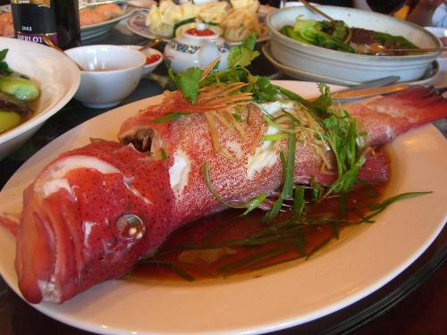 3. Cá Cá là nguyên liệu chính cho nhiều món ăn trong dịp năm mới của người Trung Quốc. Người dân nước này quan niệm rằng ăn cá sẽ mang lại may mắn vì trong tiếng Trung, cá đồng âm với từ đầy đủ, sung túc. Thông thường, hai loại cá chép jiyu và liyu được sử dụng nhiều vì tên của chúng đồng âm với từ may mắn và món quà.