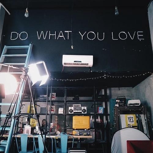 Không gian phong cách ở Banksy Studio. Ảnh: Uyên Lê.
