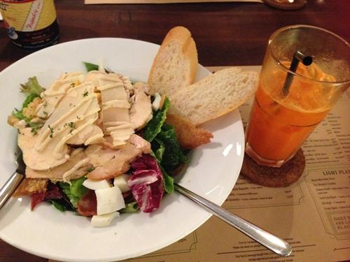 Caesar salad cho bữa tối nhẹ nhàng ở Lcuisine. Ảnh: Má Lúm.
