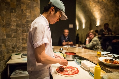 Tìm hiểu về quy trình làm pizza tại 4Ps. Ảnh: Pizza 4Ps.
