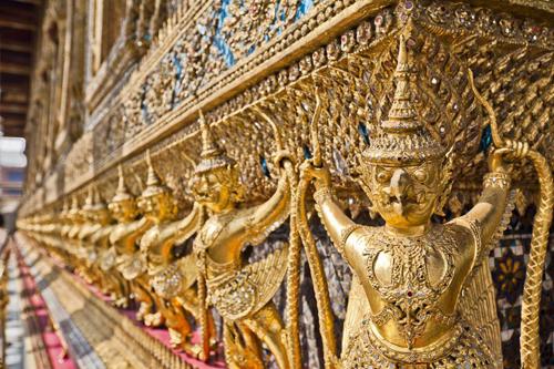 Chùa Wat Phra Kaew địa điểm phượt hấp dẫn nằm dọc sông ở Bangkok