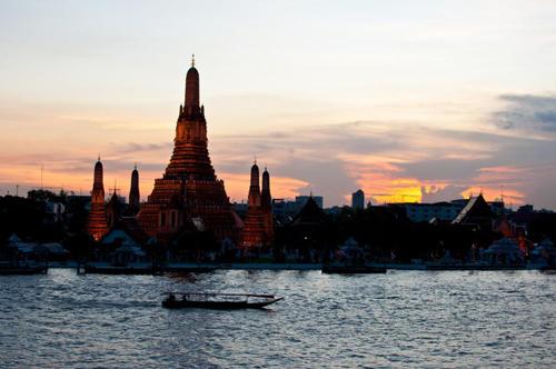 Chùa Wat Arun địa điểm phượt hấp dẫn nằm dọc sông ở Bangkok