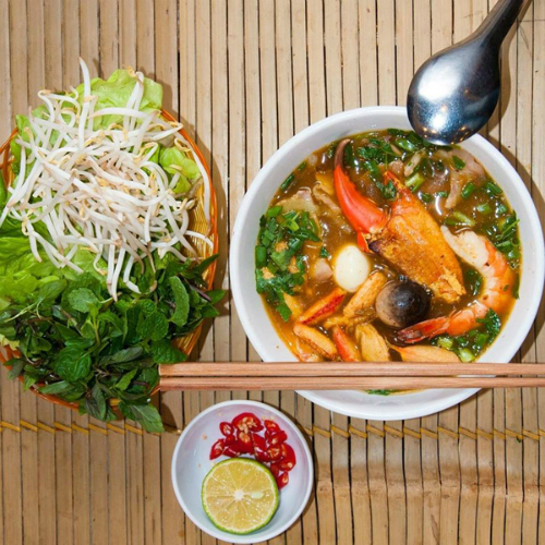 bun-Household-spicy-and-ball-soup-ghe-la-oral-to-bua-noon-o-ha-noi-1