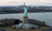 Khách bị đánh nứt sọ vì từ chối mua vé tượng Nữ thần Tự do