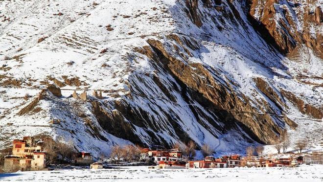 Con đường chỉ xuất hiện vào mùa đông ở himalaya - 1
