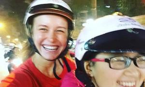 Sao phim 'Kong' thích thú đi xe máy ở Việt Nam