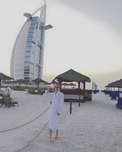 Hà Hồ trong kỳ nghỉ ở Dubai.