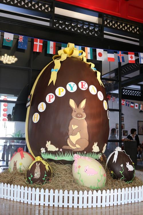 ハノイでベトナム最大のチョコレートが完成