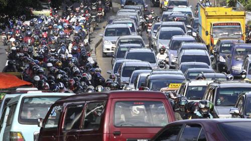 du-khach-ke-chuyen-ket-xe-kinh-hoang-o-indonesia