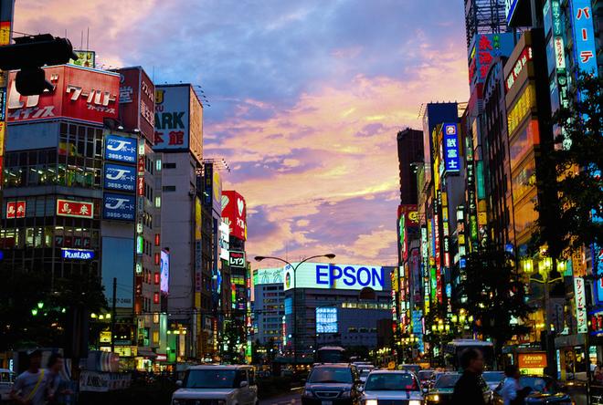 Cuộc sống lộng lẫy về đêm tại trung tâm ăn chơi của Tokyo