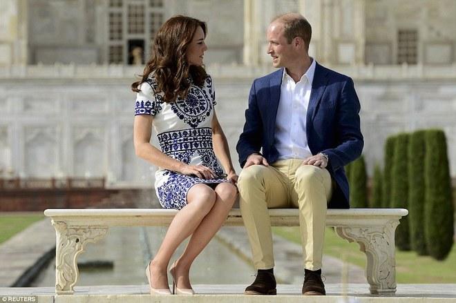 Vợ chồng hoàng tử William thăm đền Taj Mahal
