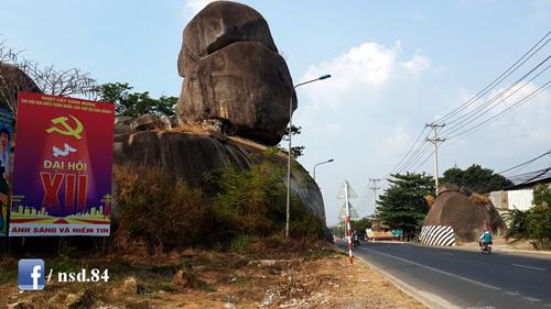 Đá Ba Chồng, biểu tượng cửa ngõ của huyện Định Quán.
