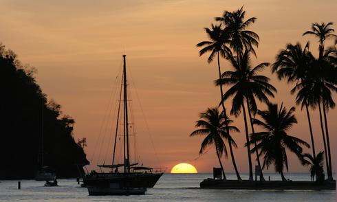 Hòn đảo thiên đường bị cướp bủa vây