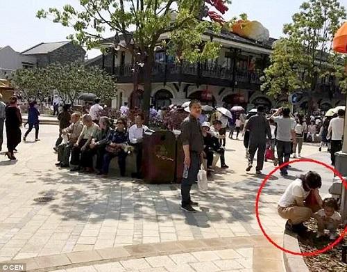 Disneyland Thượng Hải chưa mở cửa đã ngập trong rác
