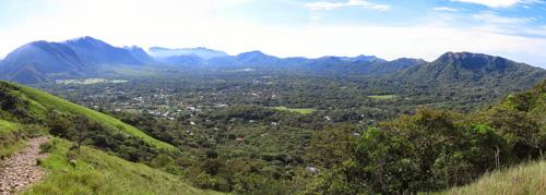 Thung lũng cây hình vuông kỳ lạ trong miệng núi lửa - ảnh 1