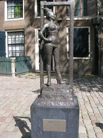 buc-tuong-ton-vinh-gai-ban-hoa-o-amsterdam