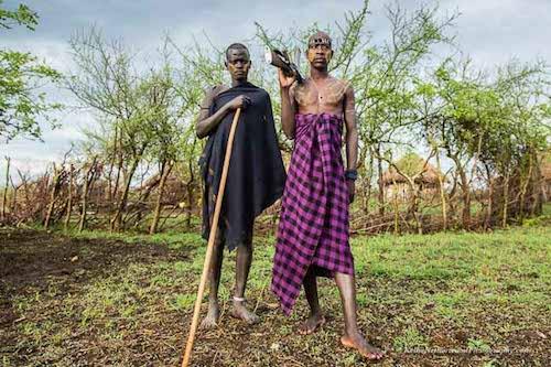 Sự thật thú vị về bộ lạc khoét môi gắn đĩa ở châu Phi - ảnh 2