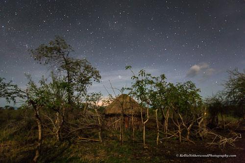 Sự thật thú vị về bộ lạc khoét môi gắn đĩa ở châu Phi - ảnh 1