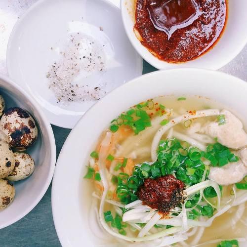 Người Huế còn gọi bằng cái tên rất dân dã, thân thương: bánh canh mụ Đợi. Ảnh: Nguyen Tien Nhan.