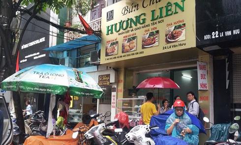 Quán bún chả Hà Nội đông nghịt khách sau khi Obama ghé ăn