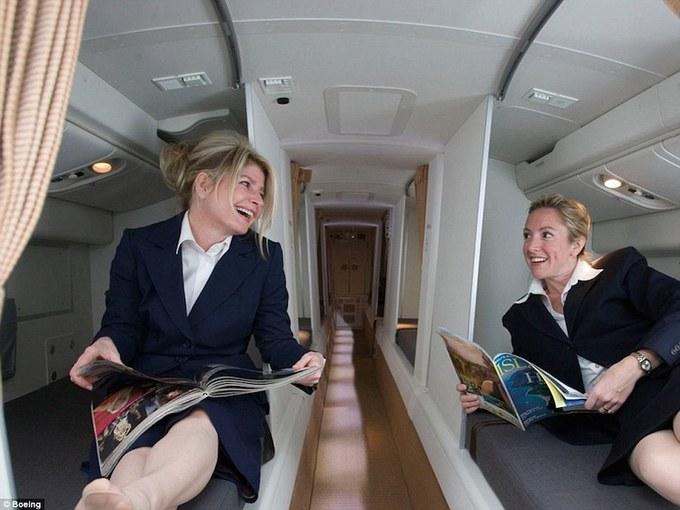 Phòng ngủ bí mật của phi công và tiếp viên trên máy bay