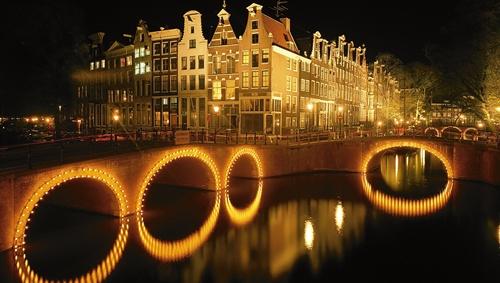10 điều không nên làm ở phố đèn đỏ Amsterdam