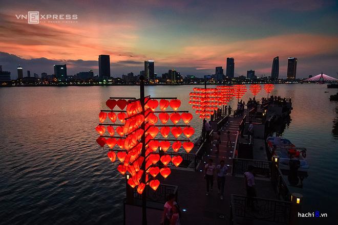 Cây cầu tình yêu lãng mạn bên sông Hàn