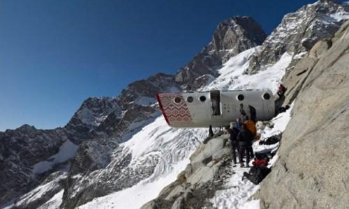 3. Những ai ưa khám phá Những khoang con nhộng Bivacco Gervasutti được đặt dựa theo tên của nhà leo núi Giusto Gervasutti, sẽ đem đến một trải nghiệm độc nhất vô nhị khi qua đêm tại đây. Bạn phải trải qua một chuyến leo núi vô cùng gian nan mới có thể đến được chỗ nghỉ lạ lùng này, nhưng một đêm tại đây là hoàn toàn xứng đáng với công sức bạn bỏ ra. Nơi đây cao đến 2,835m và nằm trên dòng sông băng Frebouze. Du khách qua đêm tại đây trên những chiếc giường đơn giản nhưng phong cảnh thì không giản đơn chút nào. Bivacco Gervasutti có thể chứa đến 12 người, bao gồm cả một phòng khách và một gian bếp.