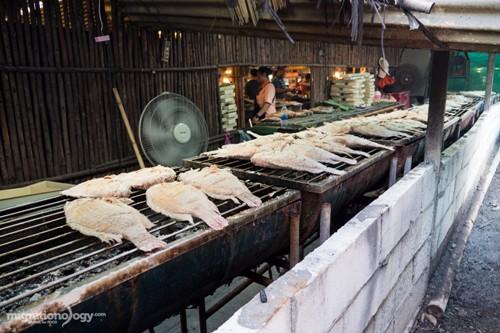 khach-my-goi-y-mon-ngon-o-cho-noi-bangkok